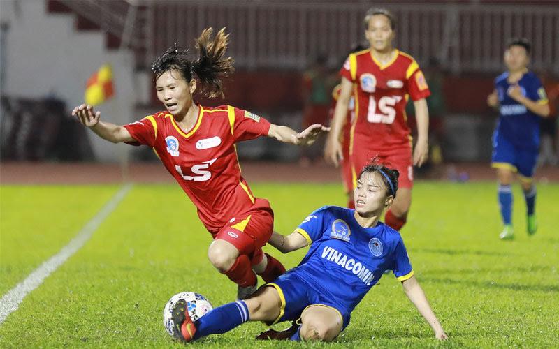 Mơ thấy đá bóng nữ
